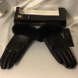 BCBG black polyester gloves W/faux fur S/M